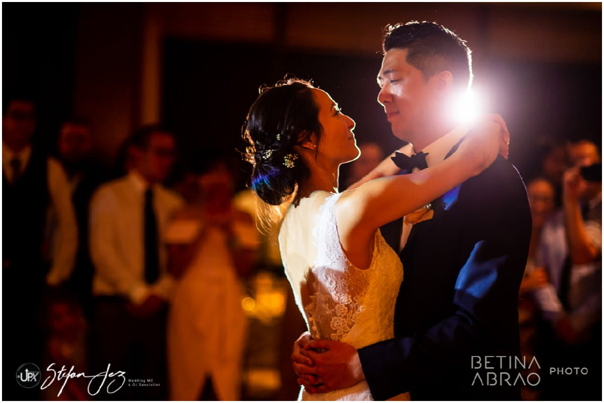 Couple have their first dance at a wedding in Montreal